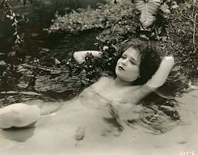 Clara Bow in Hula.jpg