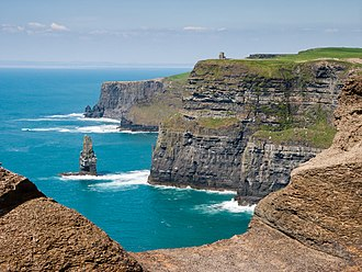 The Cliffs of Moher on the Atlantic coast Cliffs of Moher bei bestem Wetter (2007).jpg