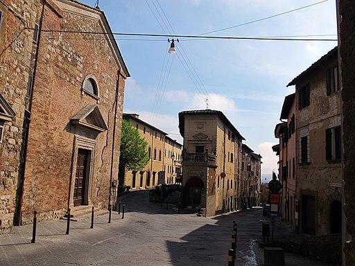 Colle, Piazza Santa Caterina