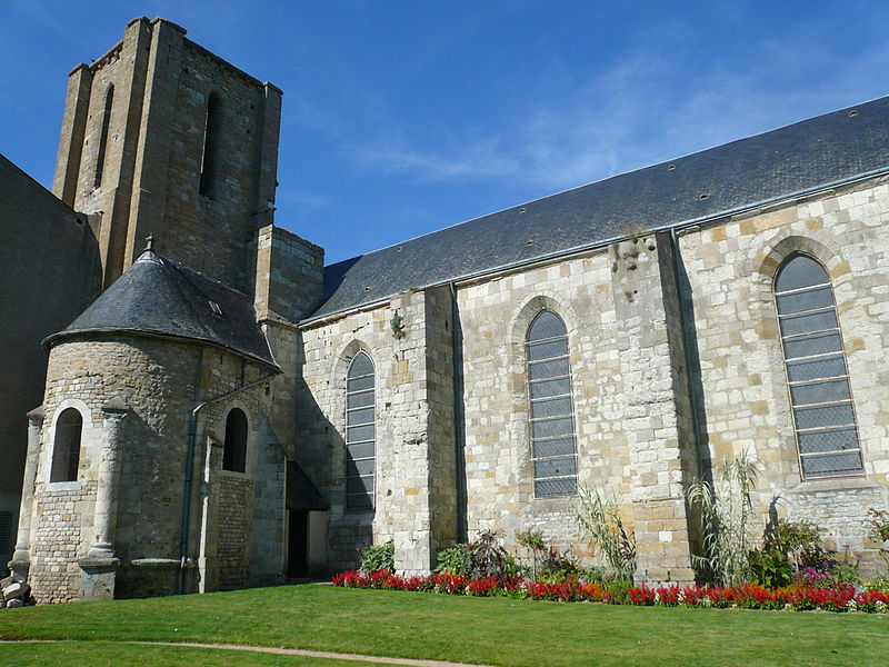 English:  Ruins of church St. George in Pithiviers, Loiret, France