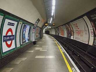 Colliers Wood tube station - Image: Colliers Wood stn southbound look north