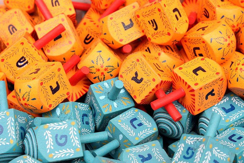 File:Colorful dreidels2.JPG