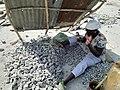 Concassage de granite à Parakou.jpg