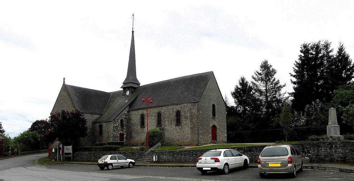 Église Saint-Julien du Mans de Couesmes-en-Froulay, commune de Couesmes-Vaucé (53). Vue septentrionale.