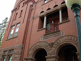 CourthouseFaribaultCountyMinnesota2007May.JPG