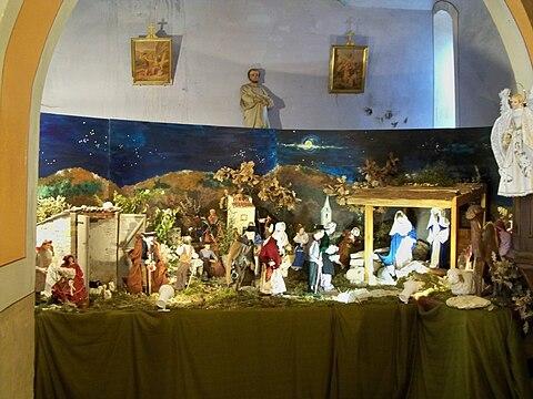 フランスでは多くの教会堂内武または外部に「降誕場面」が飾られる。