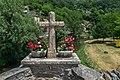 Cross on Vieux Pont in Belcastel.jpg