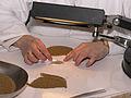 Dénombrement céréales laboratoire Agri-Obtentions-INRA-cliche Jean Weber (13) (23594139061).jpg