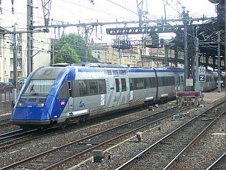 SNCF Class X 72500 - Image: Départ d'un TER de Valence Ville