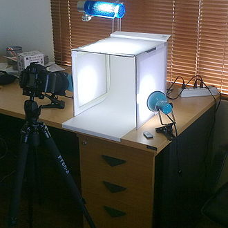Lightbox - Lightbox designed to produce images with diffuse lighting from all angles