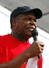 Danny Glover talar vid en demonstration för immigranters rättigheter i Madison, Wisconsin, USA.