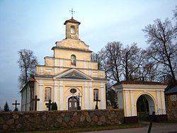 Daujėnų bažnyčia, priekis.JPG