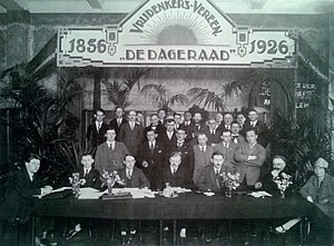 De Vrije Gedachte - Group portrait at the 70th anniversary of De Dageraad in 1926.