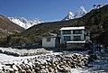 Deboche-16-Haus vor Nuptse-Lhotse-Ama Dablam-2007-gje.jpg