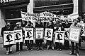 Demonstranten met spandoeken en met afbeeldingen van de aangeklaagden Vrijheid, Bestanddeelnr 930-5447.jpg