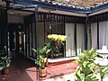 Dentro de un centro comercial colonial en Buga.JPG