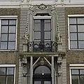 Detail voorgevel- middenpartij met balkon boven de voordeur - Koudekerke - 20378324 - RCE.jpg