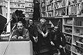 Dichters ontmoeten lezers in boekwinkel in Amsterdam v.l.n.r. Simon Vinkenoog, , Bestanddeelnr 928-4435.jpg
