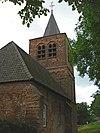 Voormalige Nederlands Hervormde Kerk, aan de dijk gelegen ruïne, bestaande uit een eenbeukig tufstenen schip