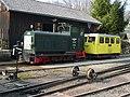 Diesellokomotive und Draisine im Bf Grünburg der Steyrtalbahn - panoramio.jpg