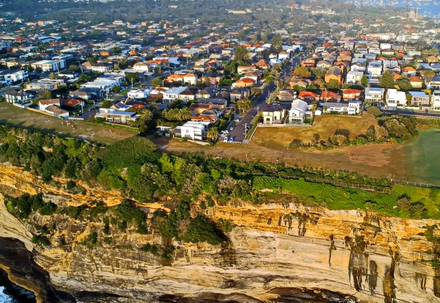 Aerial view of clifftop neighbourhood in Dover Heights. Dover Heights cliff-top homes (Sydney, Australia).png