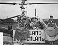 Druivenfeest Naaldwijk, aankomst Koningin per helicopter, Bestanddeelnr 906-6939.jpg