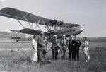ETH-BIB-Gruppe vor G-AAXC Handley Page H.P.42-Inlandflüge-LBS MH05-80-01.tif