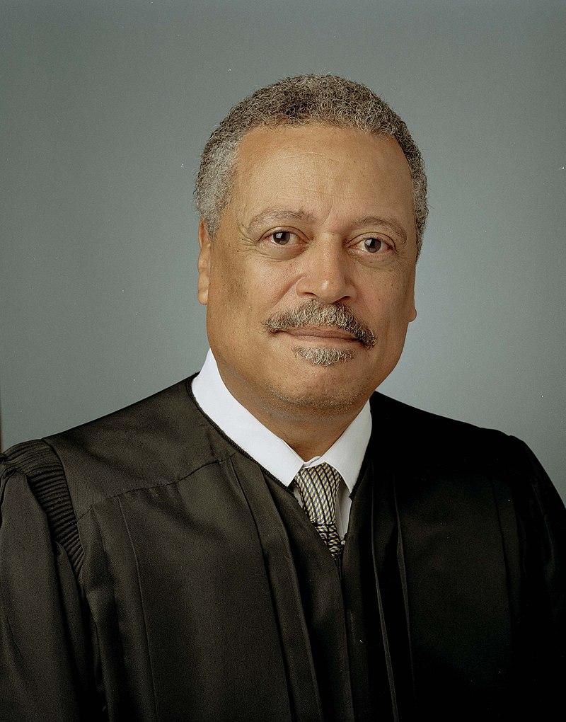 Juez Sullivan contrató abogada para enfrentar orden del Tribunal de Apelaciones