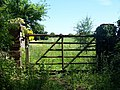Entrance gate to footpath - geograph.org.uk - 452667.jpg