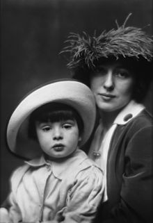Evelyn Nesbit and son by Arnold Genthe, 1913.jpg