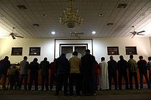 صلاة العشاء في المركز الإسلامي في وسط ولاية ميسوري