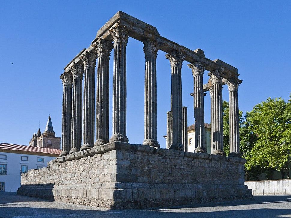 Evora roman-temple daylight