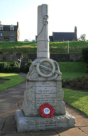 Eyemouth disaster - The granite memorial in Eyemouth, depicting a broken sailing mast