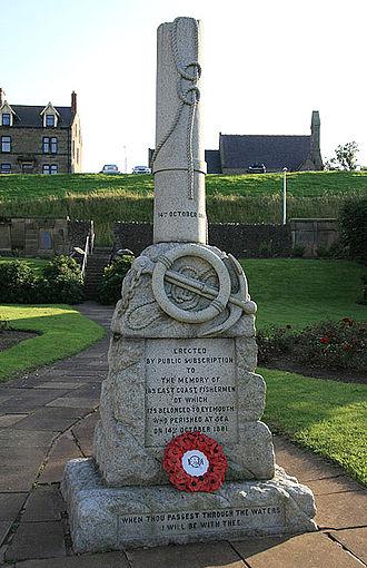 Eyemouth disaster - The granite memorial in Eyemouth, depicting a broken sailing mast