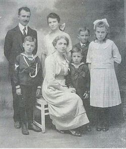 Familia Peters (cropped).jpg