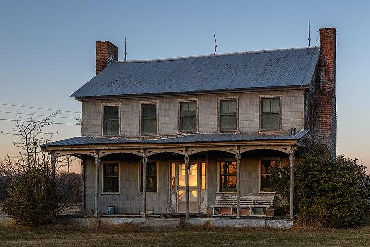Farmhouse at Kelvin A. Lewis farm in Creeds 13
