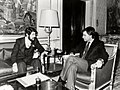 Felipe González recibe al presidente de la Comunidad Autónoma de La Rioja. Pool Moncloa. 2 de marzo de 1983.jpeg
