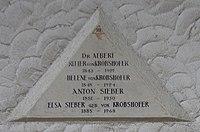Feuerhalle Simmering - Arkadenhof (Abteilung ALI) - Albert von Krobshofer 02.jpg