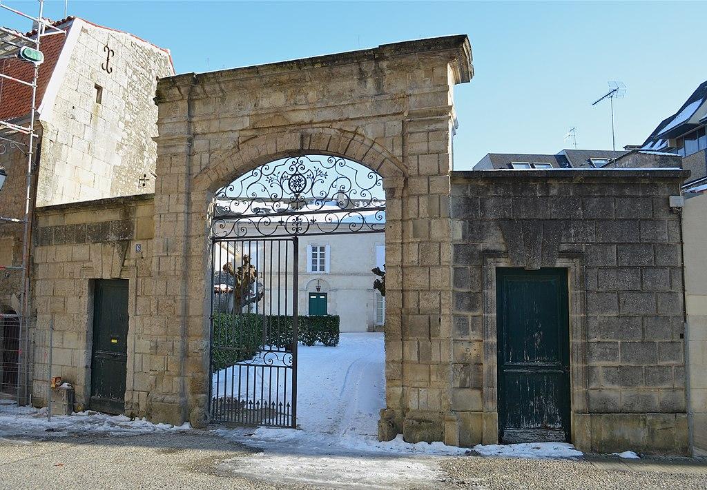 file fontenay le comte chateau gaillard 1 jpg wikimedia commons. Black Bedroom Furniture Sets. Home Design Ideas