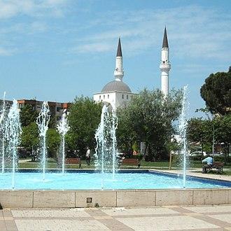 Parrucë Mosque - Mosque and area
