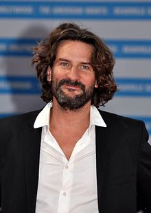 http://upload.wikimedia.org/wikipedia/commons/thumb/c/c1/Fr%C3%A9d%C3%A9ric_Beigbeder_Deauville_2011.jpg/220px-Fr%C3%A9d%C3%A9ric_Beigbeder_Deauville_2011.jpg