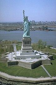Estátua da Liberdade, um dos maiores pontos turísticos dos Estados Unidos da América.