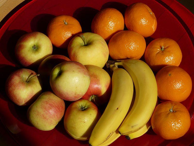 File:Fruit-49740 bananas apples tangerines - Hans Braxmeier.jpg