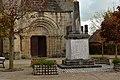 GIPCY Allier. Porche de l'église , monument aux morts .Patrimoine et devoir de mémoire...jpg