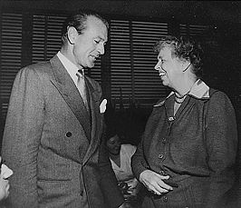 Gary Cooper (links) & Eleanor Roosevelt in Lake Success, New York, 04/03/1950