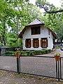 Gebäude 1 auf dem russisch-orthodoxen Friedhof in Berlin-Reinickendorf.jpg