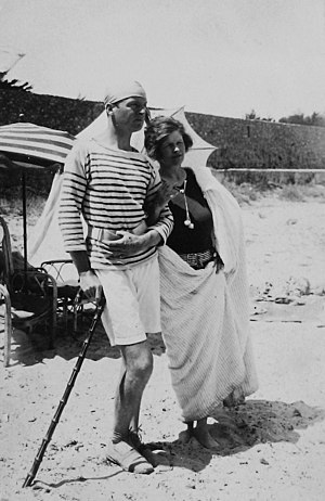 Gerald and Sara Murphy - Gerald and Sara Murphy at Cap d'Antibes beach, 1923