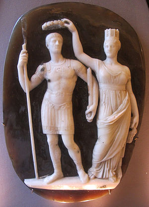 Tyche of Constantinople - The Tyche of Constantinople holding a wreath to crown Constantine (sardonyx cameo, 4th century)