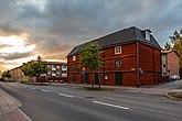 Fil:Gussarvsgatan med Teaterladan 2019-08-13.jpg