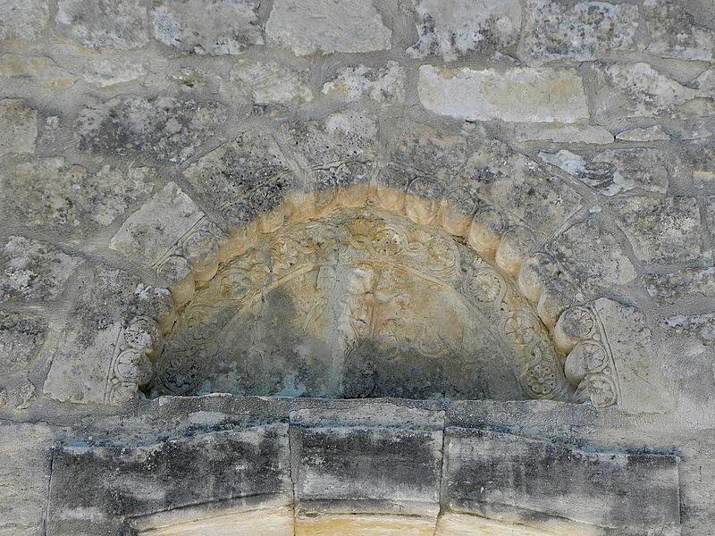 Église Saint-Michel de Guzargues (34). Tympan du portail sud.